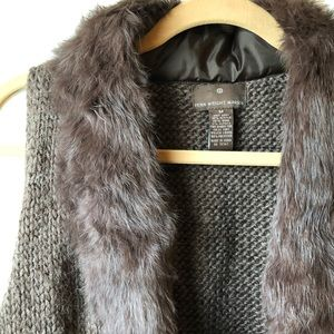 Fur collar  sleeveless sweater open in front